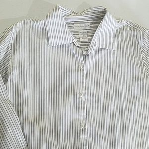 Woman's Worthington white stripe layering button